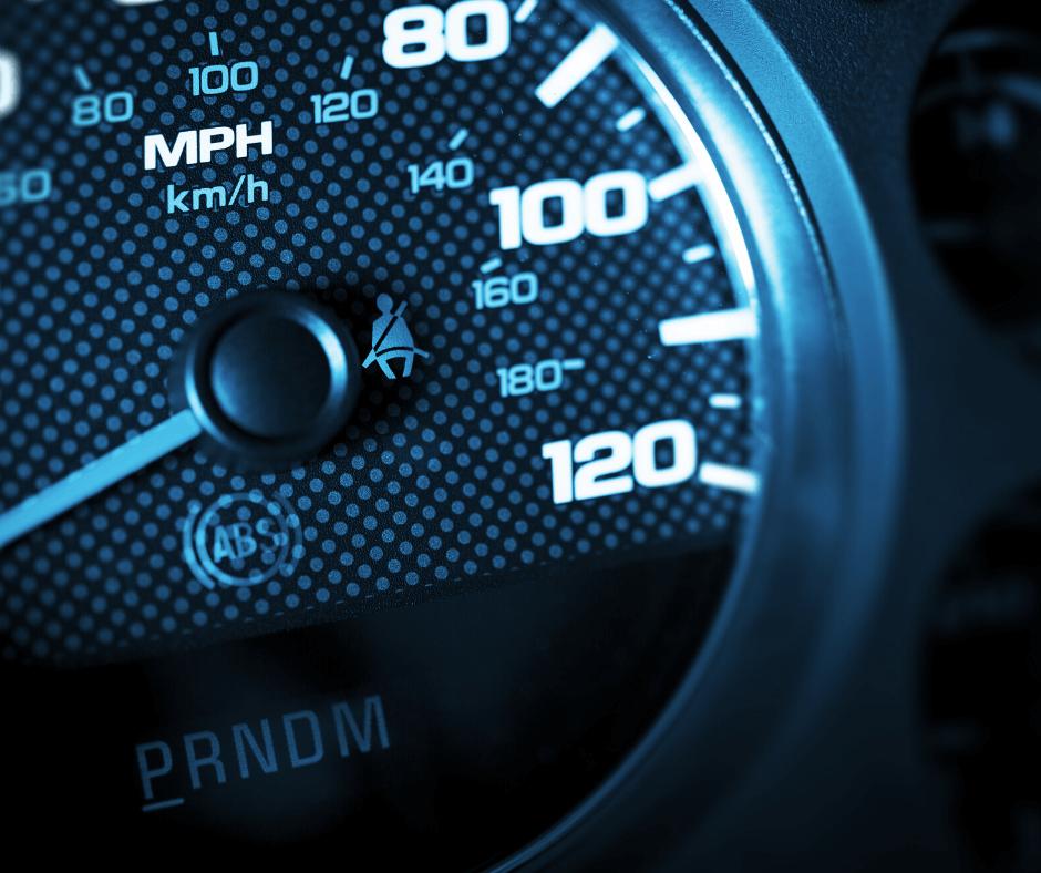 Tachometer in bläulichem Licht für die Geschwindigkeit der Digitalen Transformation